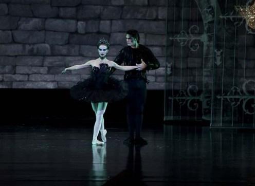 black-swan-art-direction